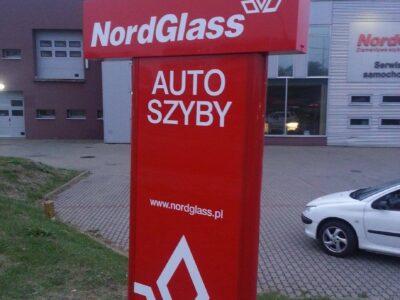 Pylon reklamowy z literami przestrzennymi w Białymstoku